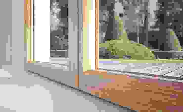 Senza Fermavetro Qr legno srl Finestre & Porte in stile minimalista