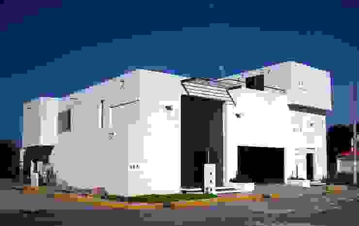 Fachada principal Casas minimalistas de Diseño Corporativo Minimalista