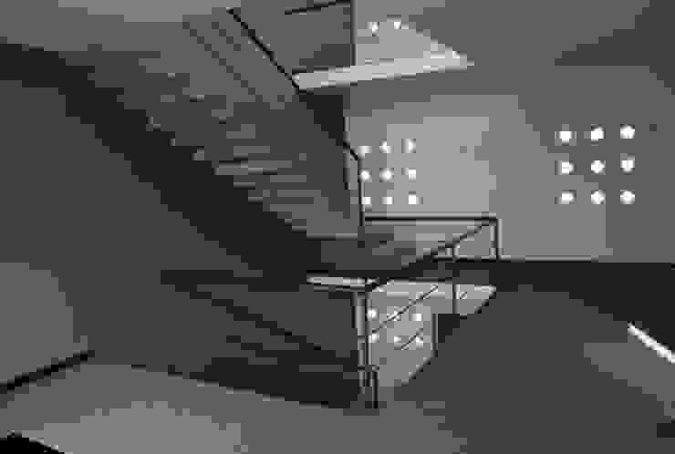 Jardines del Campestre Pasillos, vestíbulos y escaleras minimalistas de Diseño Corporativo Minimalista