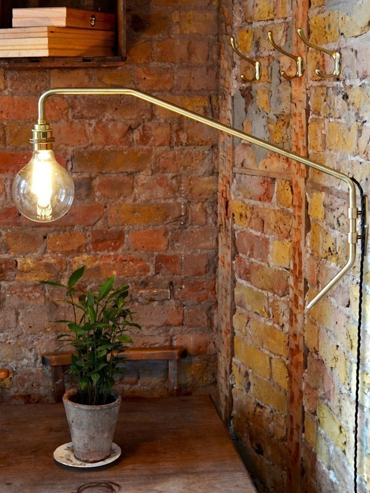 Pencher Wall Light - Satin Brass: industrial  by Luku Home, Industrial