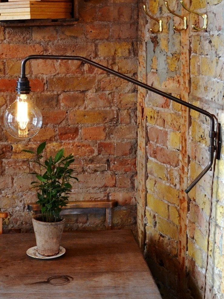 Pencher Wall Light - Bronze: industrial  by Luku Home, Industrial