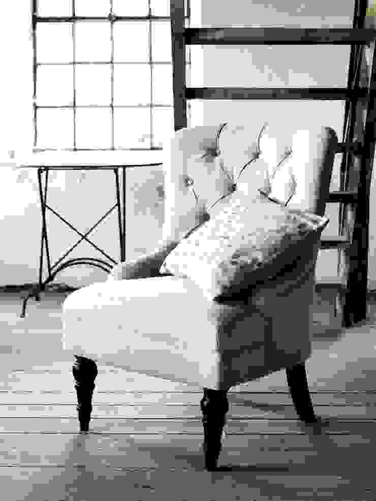 Mrs. Chesterfield: modern  by Luku Home, Modern