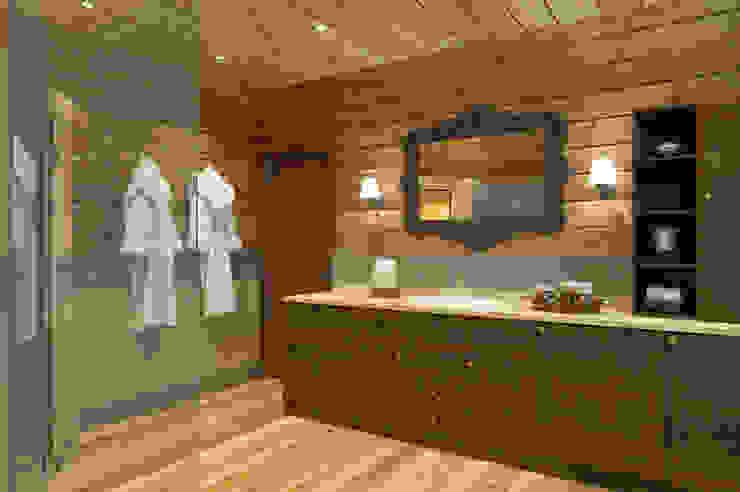 Ванная 1 этаж стиль шале Ванная комната в стиле кантри от Универсальная история Кантри