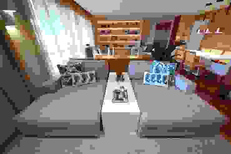 Ruang Keluarga oleh MeyerCortez arquitetura & design