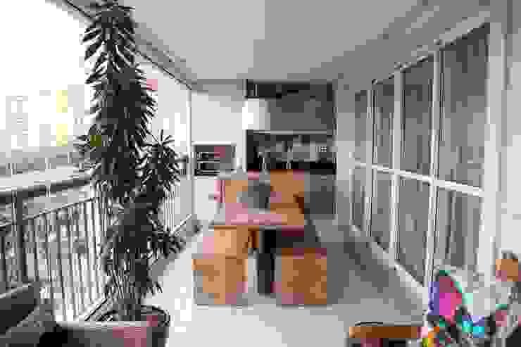 Modern style balcony, porch & terrace by MeyerCortez arquitetura & design Modern