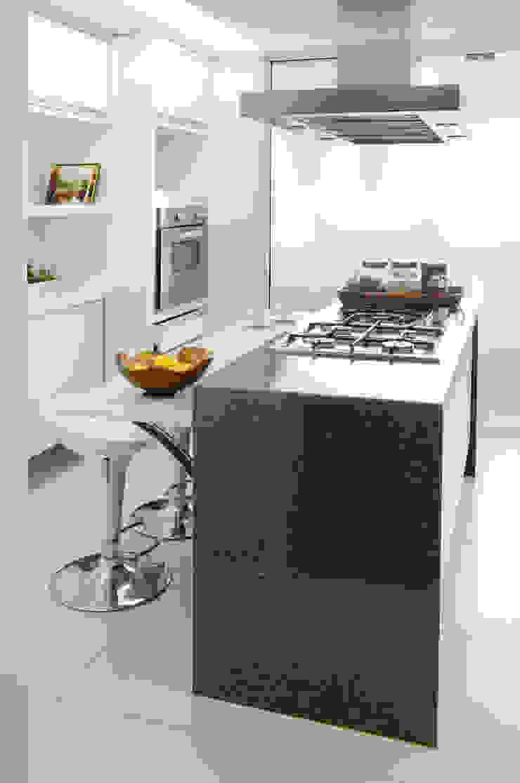 Apartamento Madeira Cozinhas modernas por Coutinho+Vilela Moderno