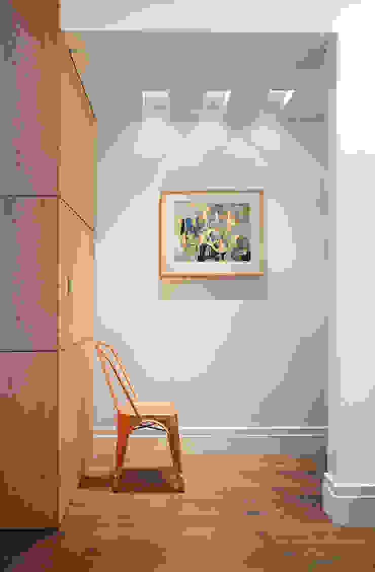 Apartamento Madeira Corredores, halls e escadas modernos por Coutinho+Vilela Moderno