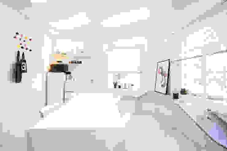 Modern style study/office by 지오아키텍처 Modern