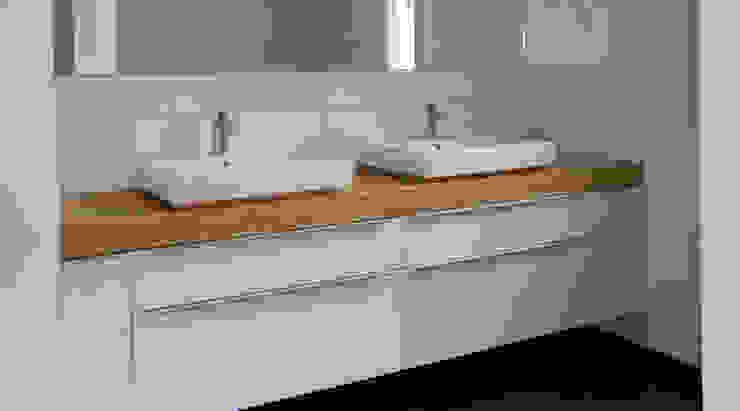Tillmann Fuchs Dipl.-Ing. Architekt BDA Moderne Badezimmer von Scholz&Fuchs Architekten Modern
