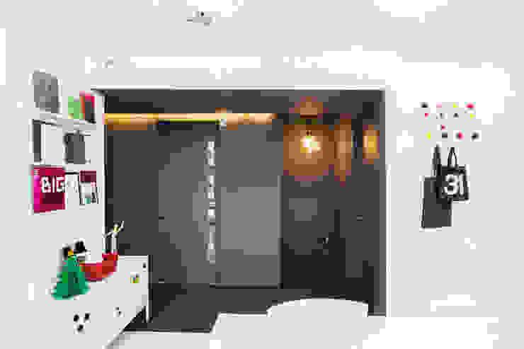 Oficinas de estilo  por 지오아키텍처, Moderno