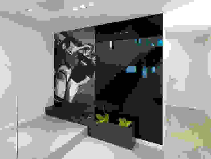 Korytarz Minimalistyczny korytarz, przedpokój i schody od living box Minimalistyczny
