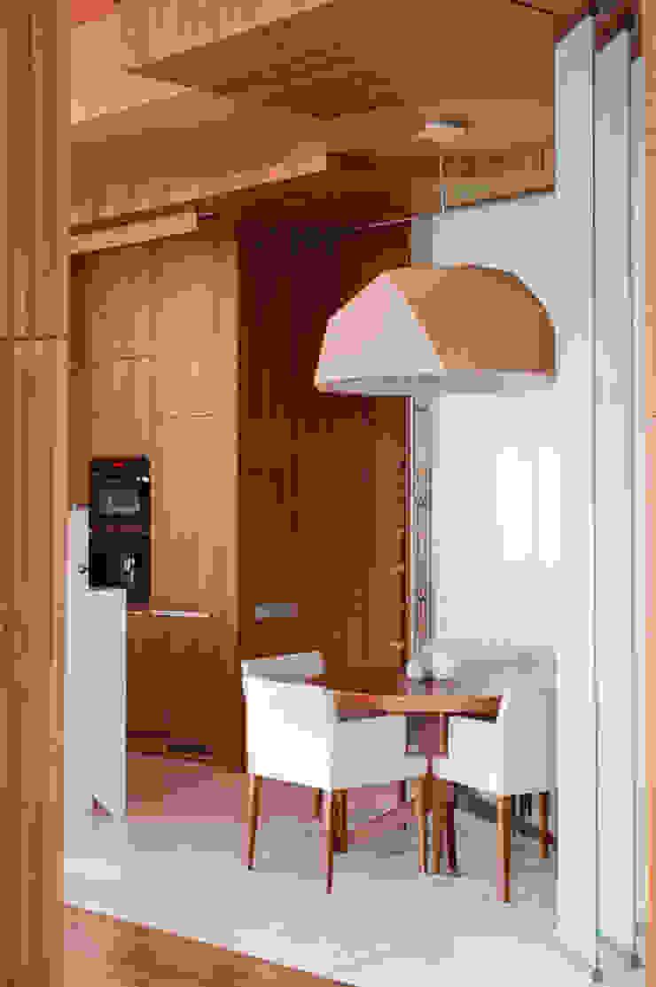 Квартира в Москве для молодого человека. Кухни в эклектичном стиле от Студия экспериментального проектирования 'Rakurs' Эклектичный