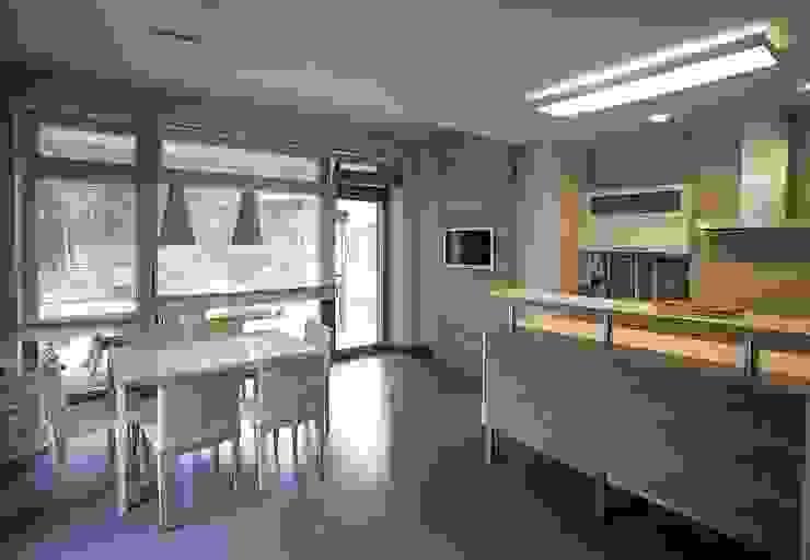 S-HOUSE Столовая комната в стиле модерн от NefaProject Модерн