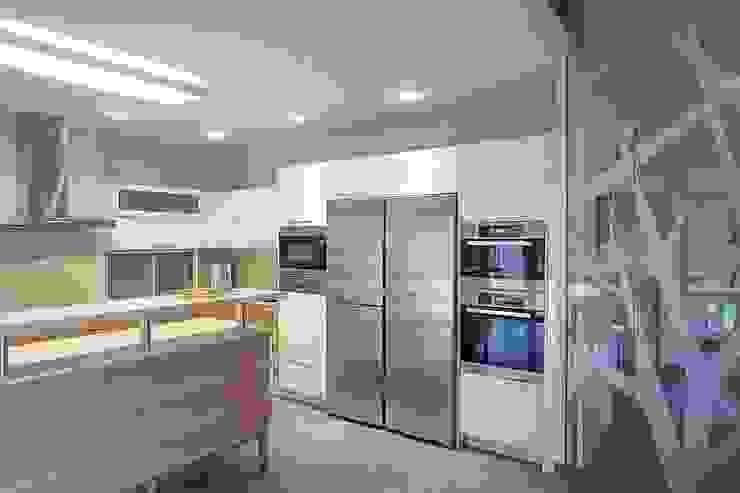 S-HOUSE Кухня в стиле модерн от NefaProject Модерн