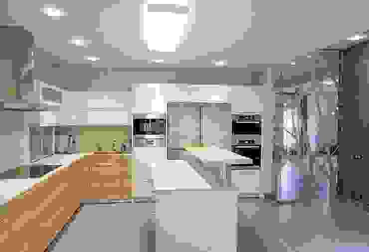 Projekty,  Kuchnia zaprojektowane przez NefaProject, Nowoczesny