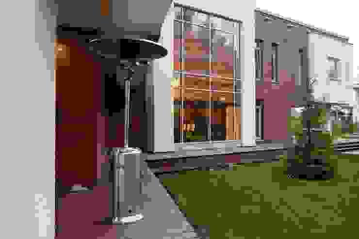 S-HOUSE Балкон и терраса в стиле модерн от NefaProject Модерн