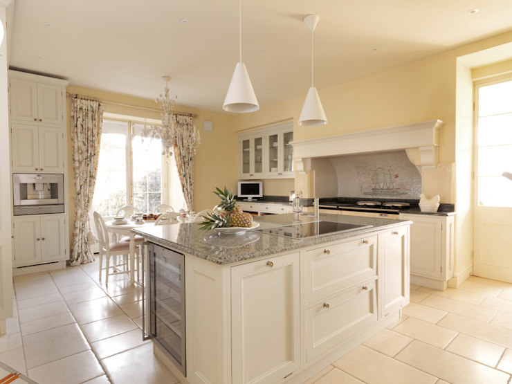 Bath Kitchen designed and made by Tim Wood Classic style kitchen by Tim Wood Limited Classic