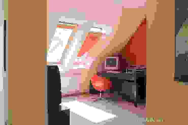 Segment w Łodzi Minimalistyczne domowe biuro i gabinet od Atelier Słowiński Minimalistyczny