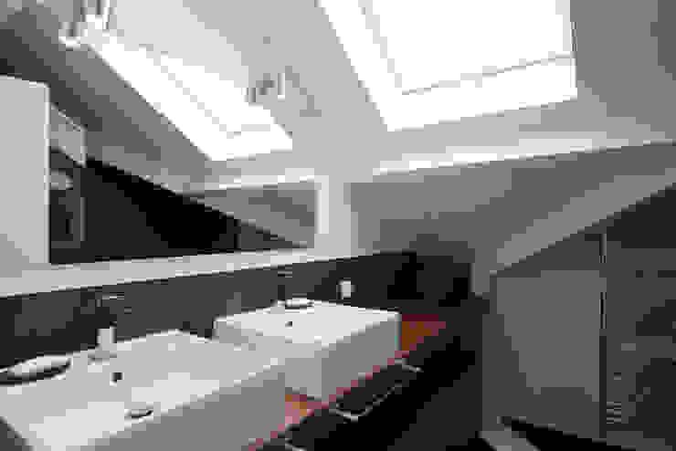 Maison individuelle Le Chesnay Salle de bain moderne par Hélène de Tassigny Moderne