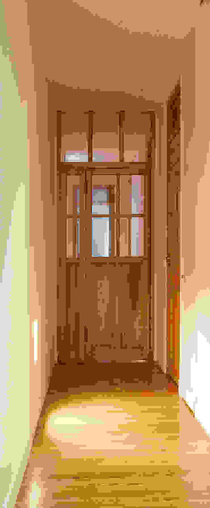 Vivienda Ortega y Gasset.Madrid Pasillos, vestíbulos y escaleras de estilo moderno de Beriot, Bernardini arquitectos Moderno