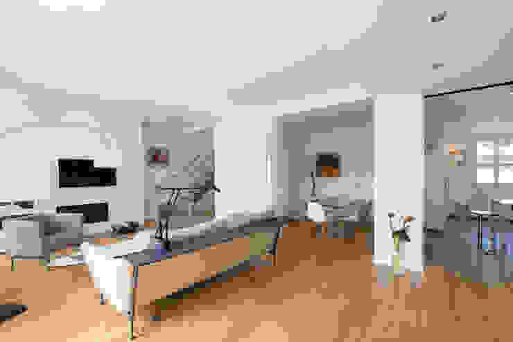 Livings de estilo  por Hélène de Tassigny, Moderno