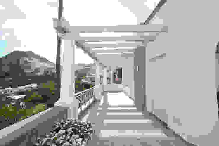 Villa a Capri Balcone, Veranda & Terrazza in stile mediterraneo di Imperatore Architetti Mediterraneo