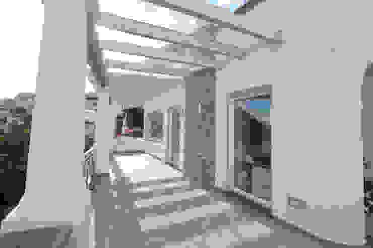 Balcones y terrazas de estilo mediterráneo de Imperatore Architetti Mediterráneo