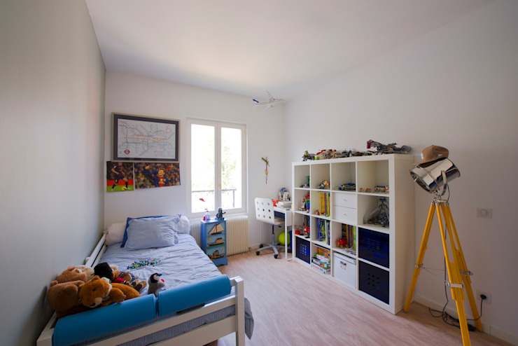 Nursery/kid's room by Hélène de Tassigny