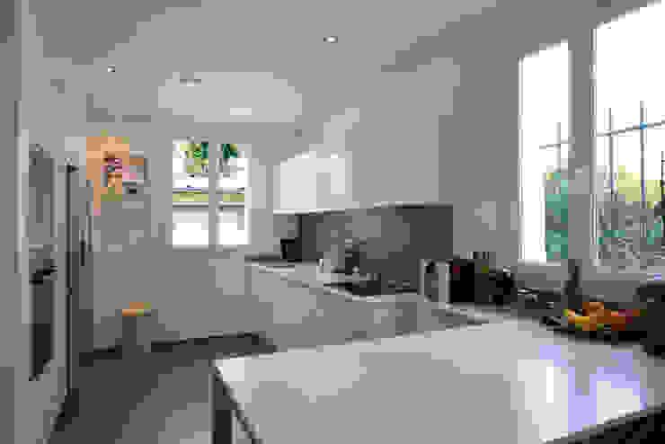 Кухня в стиле модерн от Hélène de Tassigny Модерн
