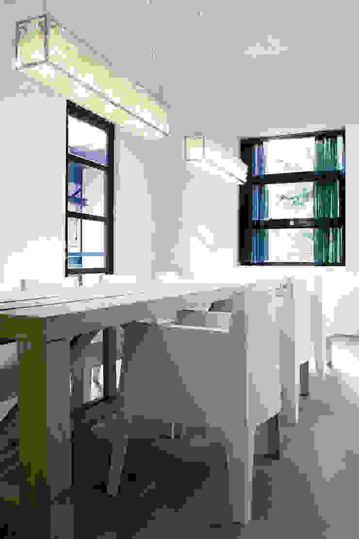 RHAPSODY IN BLUE, Brand Van Egmond: modern  by Future Light Design, Modern