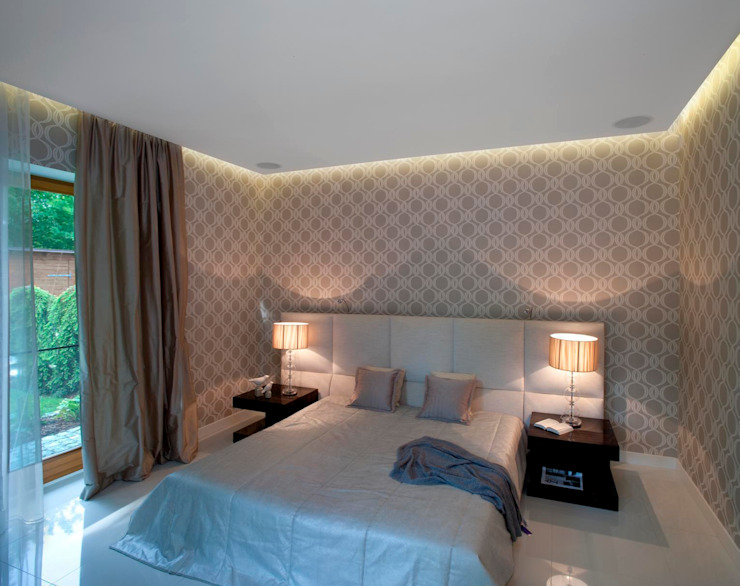 Sypialnia z klasyczną tapetą Eklektyczna sypialnia od living box Eklektyczny