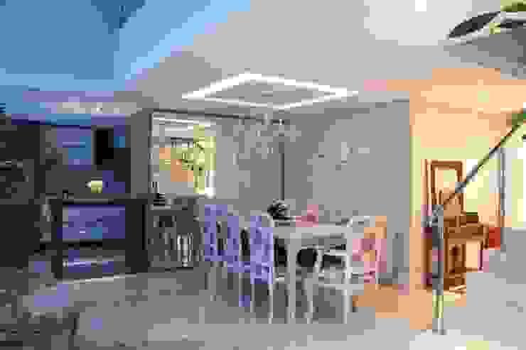 Projeto de Arquitetura de Interiores - Apartamento Família: Salas de jantar  por Sarah & Dalira