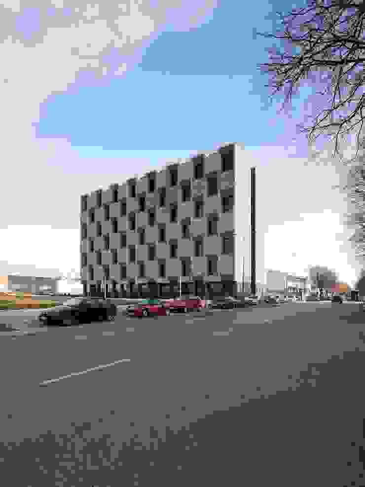 Edifício MPA Escolas modernas por Lousinha Arquitectos Moderno