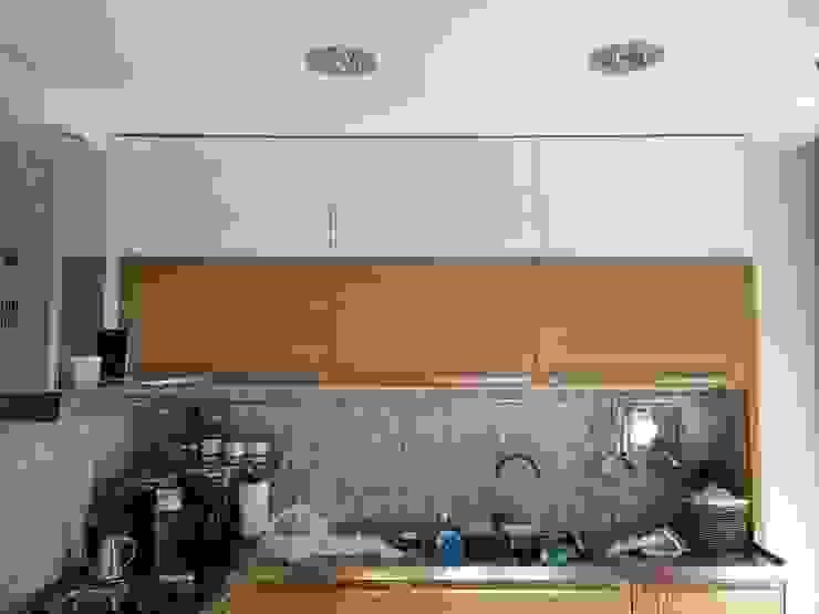 particolare falegnameria area cucina antonio giordano architetto CucinaContenitori & Dispense