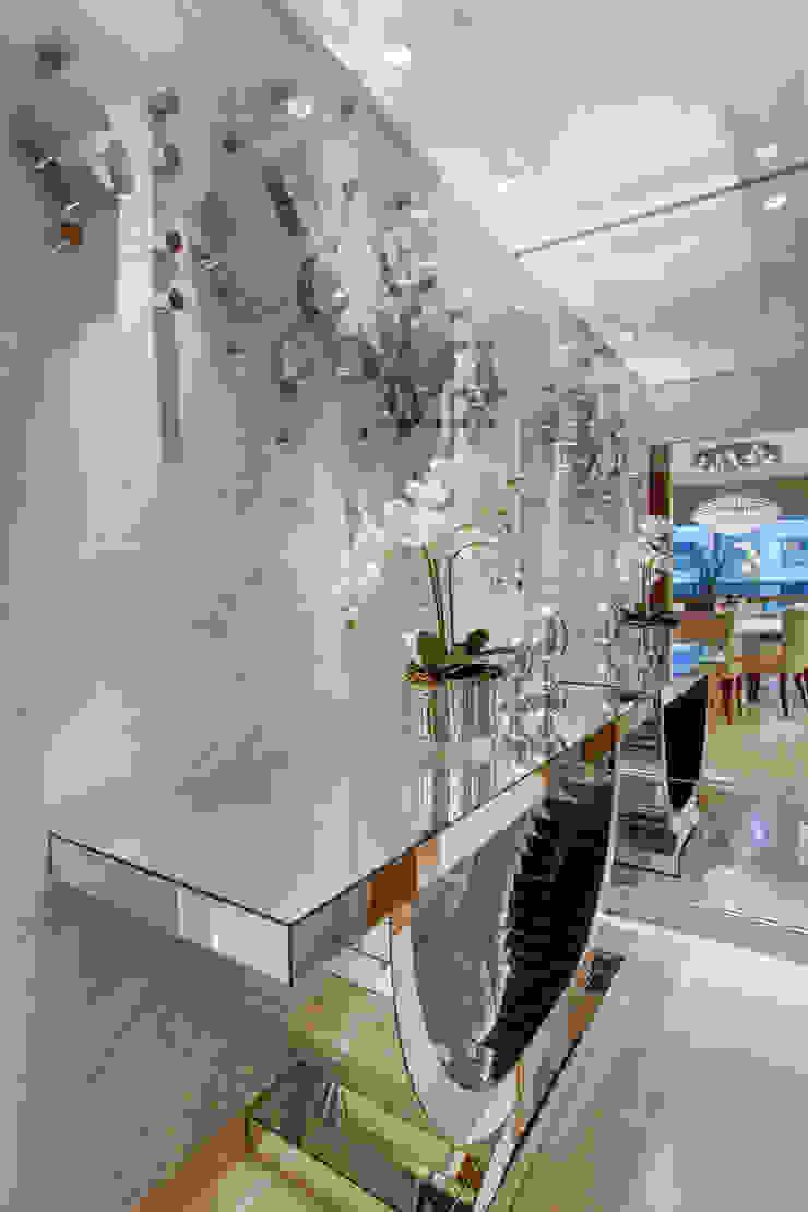 Apartamento Ribeirão Preto Corredores, halls e escadas modernos por Designer de Interiores e Paisagista Iara Kílaris Moderno