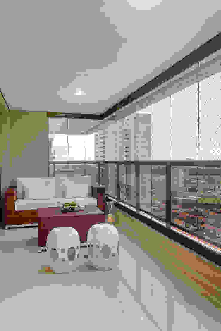 Apartamento Ribeirão Preto Varandas, alpendres e terraços modernos por Designer de Interiores e Paisagista Iara Kílaris Moderno