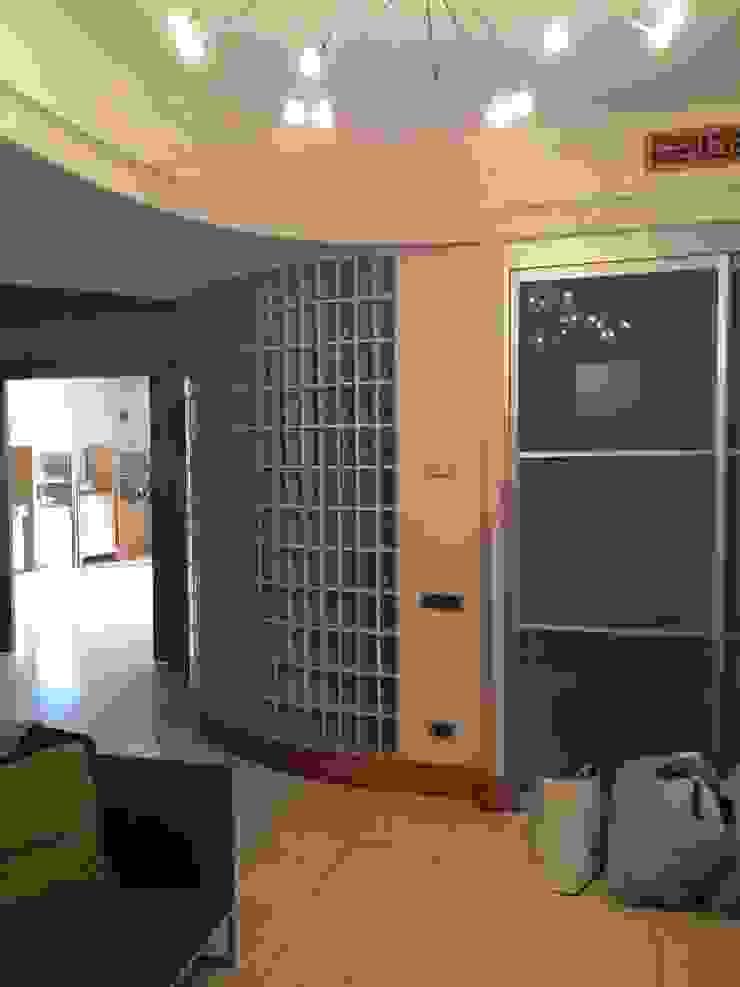ingresso antonio giordano architetto Ingresso, Corridoio & Scale in stile moderno