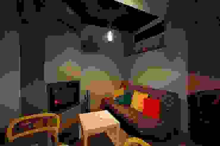 Lampa butelkowa - projekt kawiarni Milanówek - przystanek cafe od Profizorka Minimalistyczny