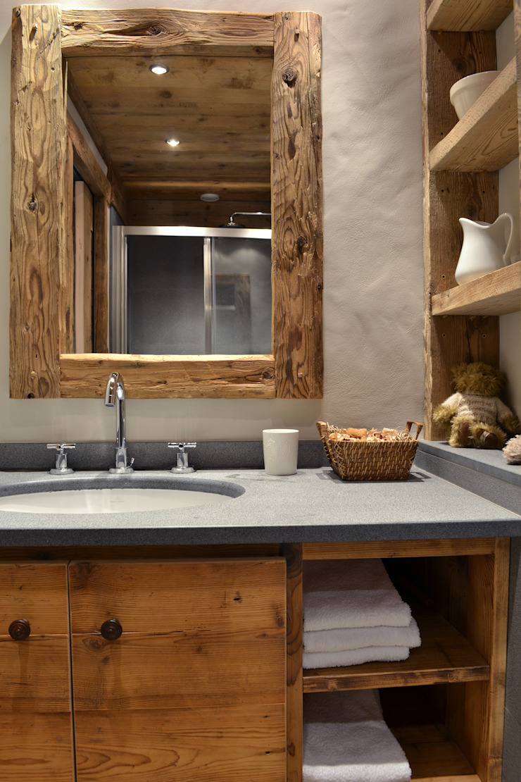 Andrea Rossini Architetto Rustic style bathroom