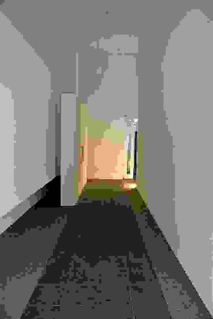 Another Square ミニマルスタイルの 玄関&廊下&階段 の 4建築設計事務所 ミニマル