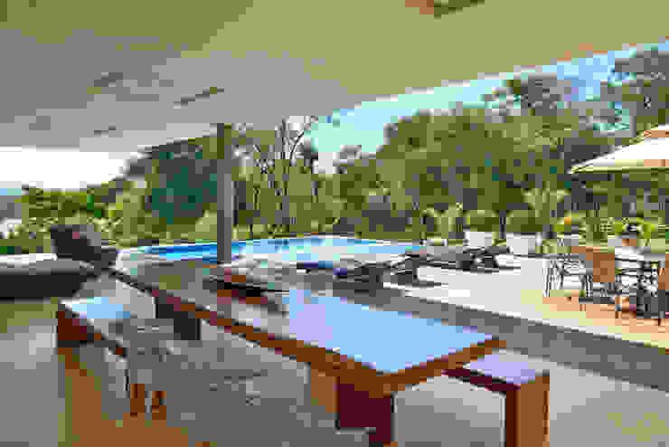 CASA AMENDOEIRAS Piscinas modernas por Beth Marquez Interiores Moderno