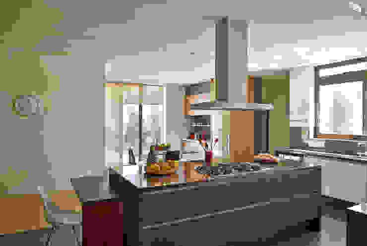 Beth Marquez Interiores Modern kitchen