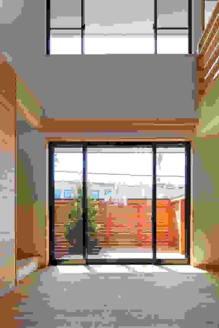 三橋の家 モダンデザインの リビング の 株式会社山岡建築研究所 モダン