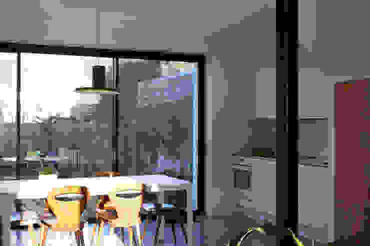 RÉNOVATION 80 Salle à manger minimaliste par PIERRE BRIAND ARCHITECTE Minimaliste