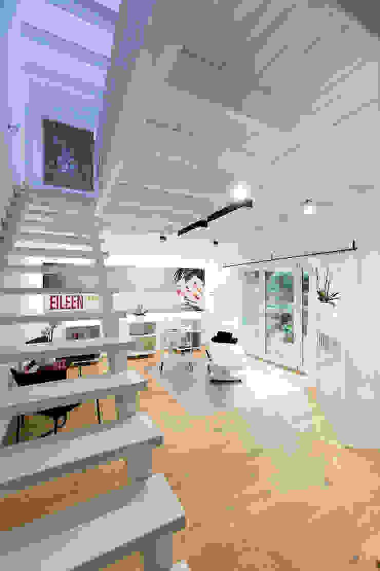 cordes architektur Eclectic style corridor, hallway & stairs