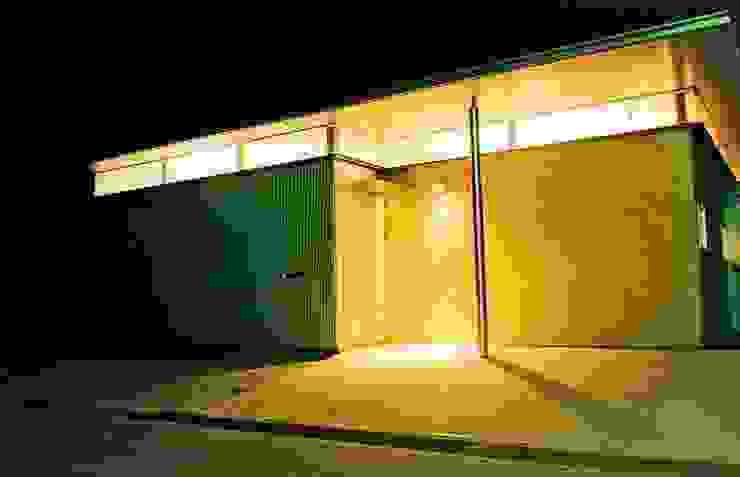 外観の夜景 の 三浦尚人建築設計工房 モダン 砂岩