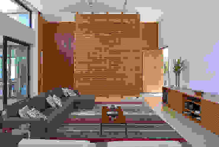 Estar, Casa Amendoeiras. Salas de estar modernas por Beth Marquez Interiores Moderno