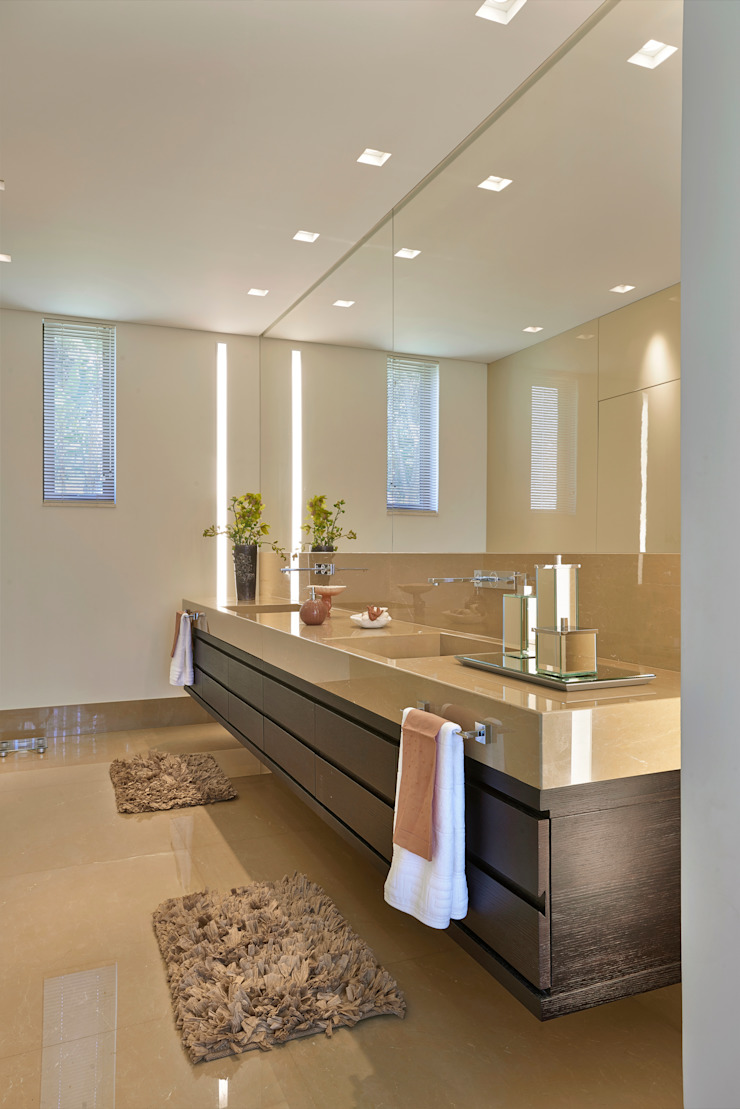 CASA AMENDOEIRAS Banheiros modernos por Beth Marquez Interiores Moderno