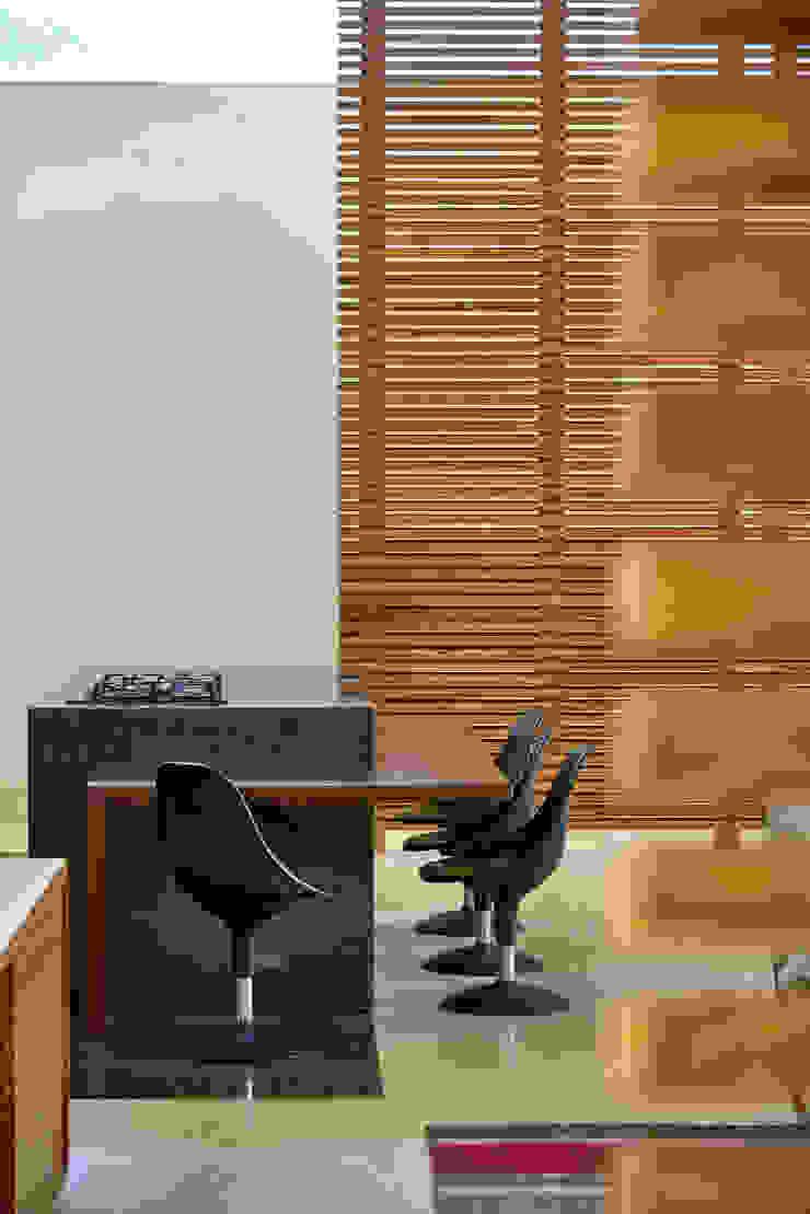 Espaço gourmet, Casa Amendoeiras. Cozinhas modernas por Beth Marquez Interiores Moderno