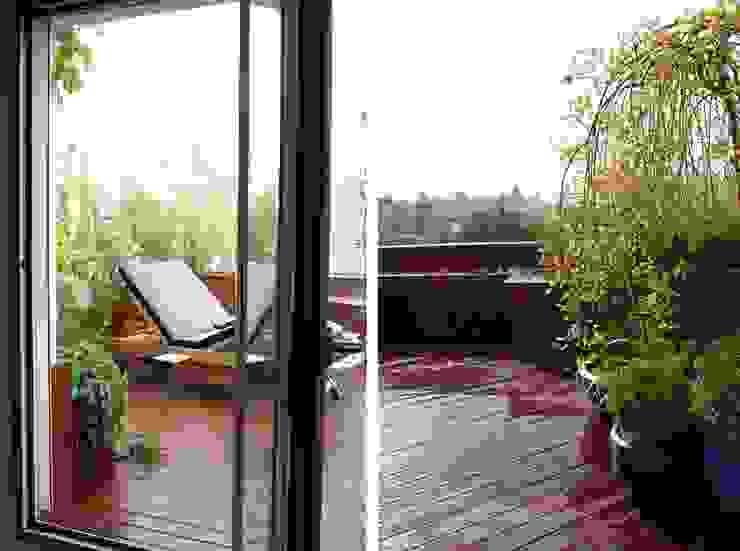 Terraza pequeña en Madrid – Diseño y reforma de terraza Balcones y terrazas de estilo moderno de La Habitación Verde Moderno